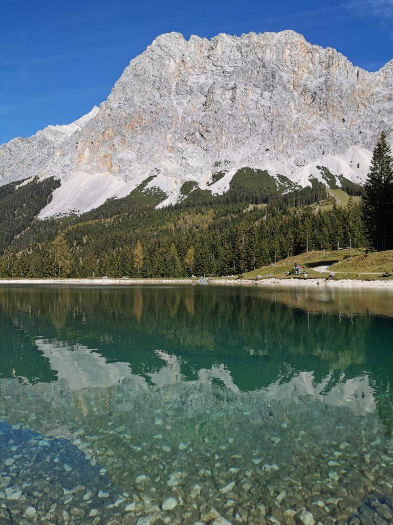 Ehrwalder Almsee - mit Blick auf die Zugspitze