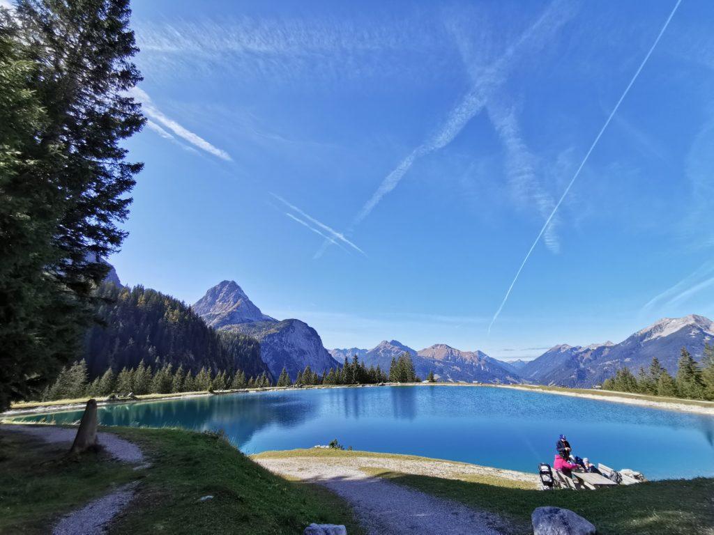Der Blick auf den Ehrwalder See und die Berge