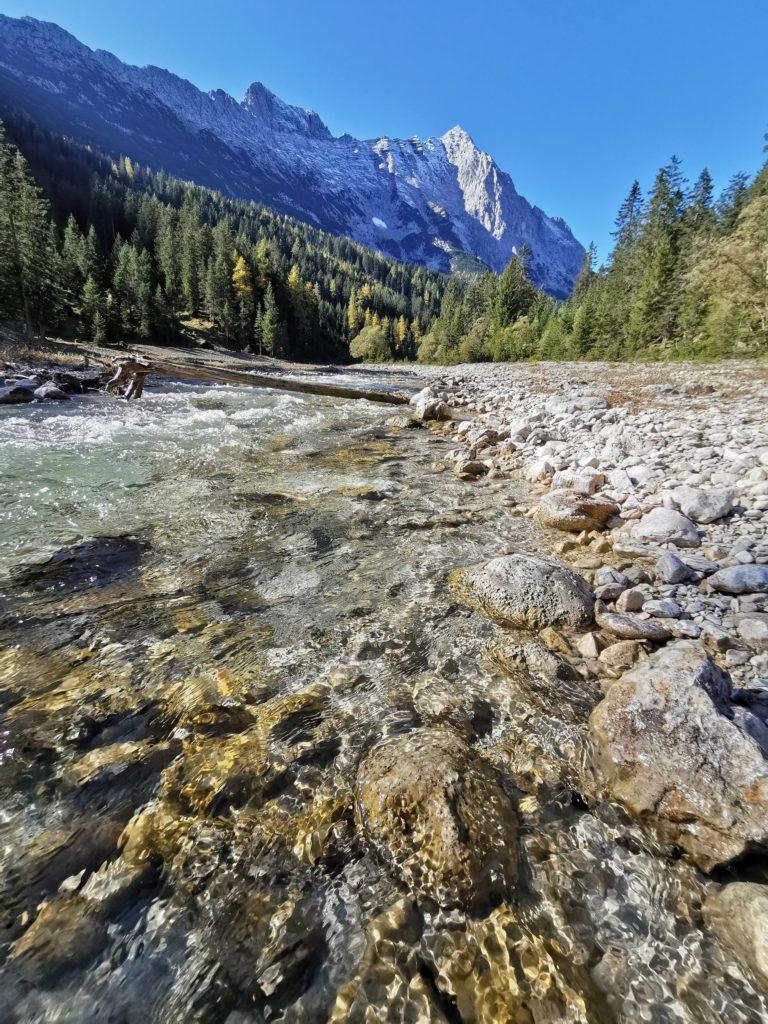 Der Weg ist das Ziel: Nimm dir auch Zeit für die tolle Natur im Gaistal!