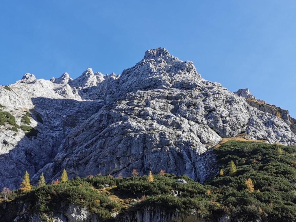 Die kahlen Felsen oberhalb vom Seebensee Ehrwald