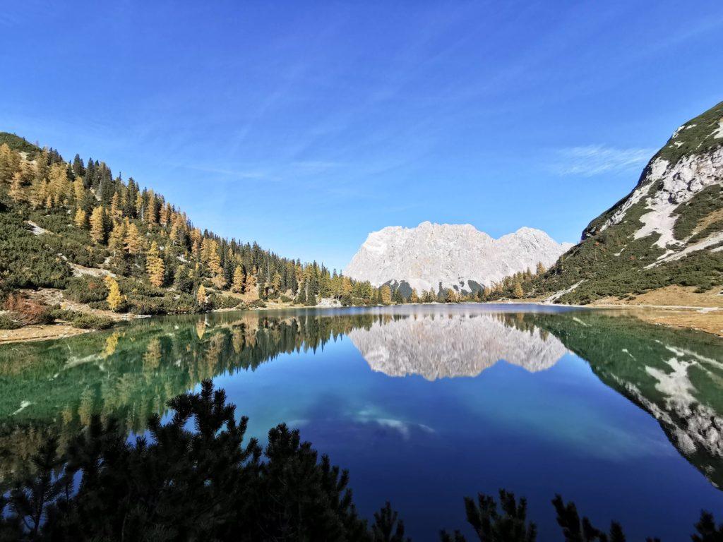Spiegelung der Berge im Seebensee