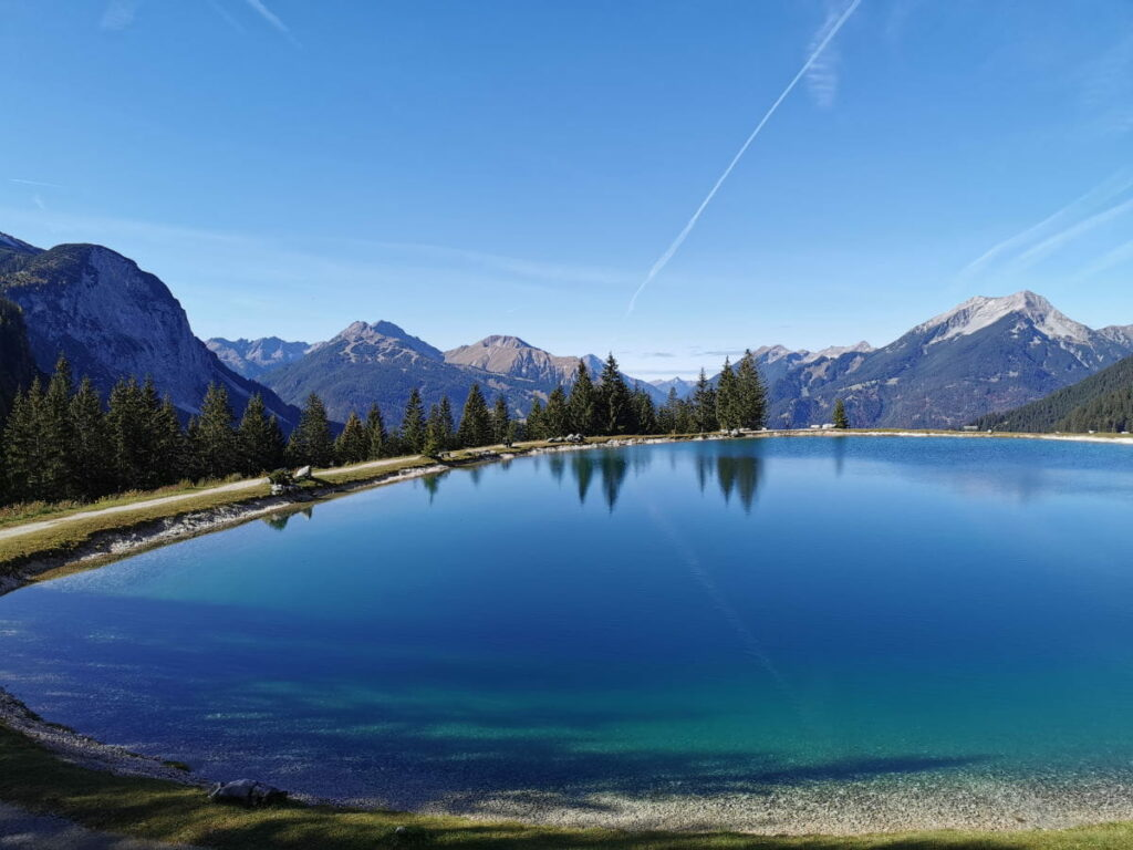 Einer der künstlichen Seen an der Zugspitze - der Ehrwalder Almsee