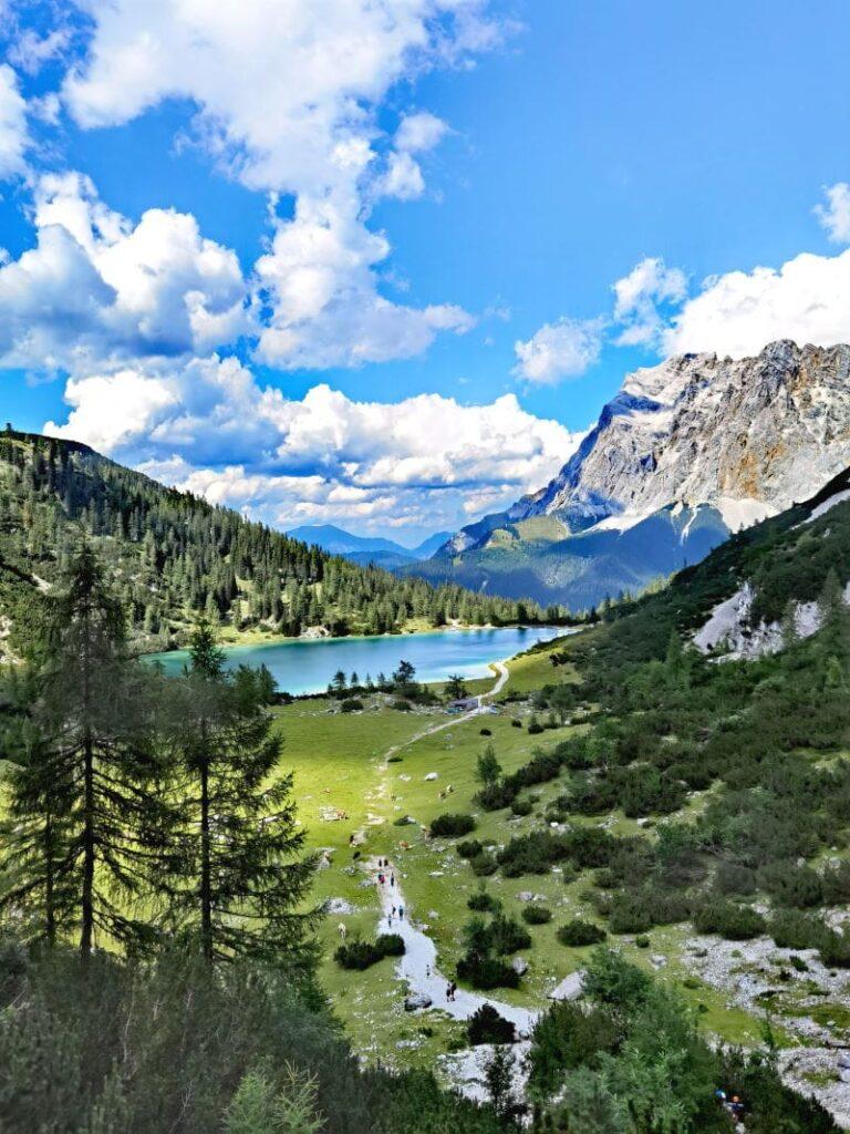 Ausblick auf der Drachensee Wanderung zum Seebensee mit der Zugspitze