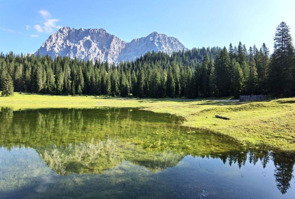 Wenn der Igelsee viel Wasser hat, wirkt die Spiegelung der Zugspitze besonders gut